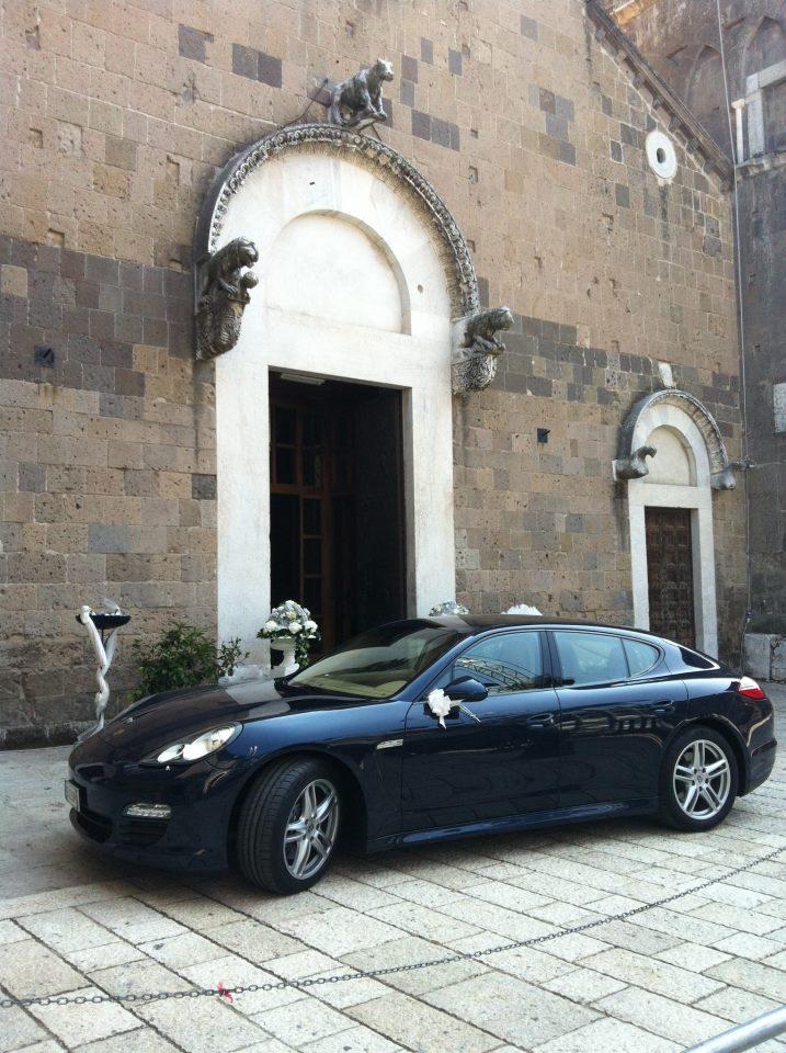 Noleggio auto per cerimonie napoli porsche panamera in attesa dell 39 uscita degli sposi dal - Scherzi per letto degli sposi ...