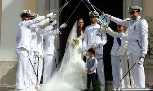 Matrimonio in divisa auto sposi napoli - Scherzi per letto degli sposi ...