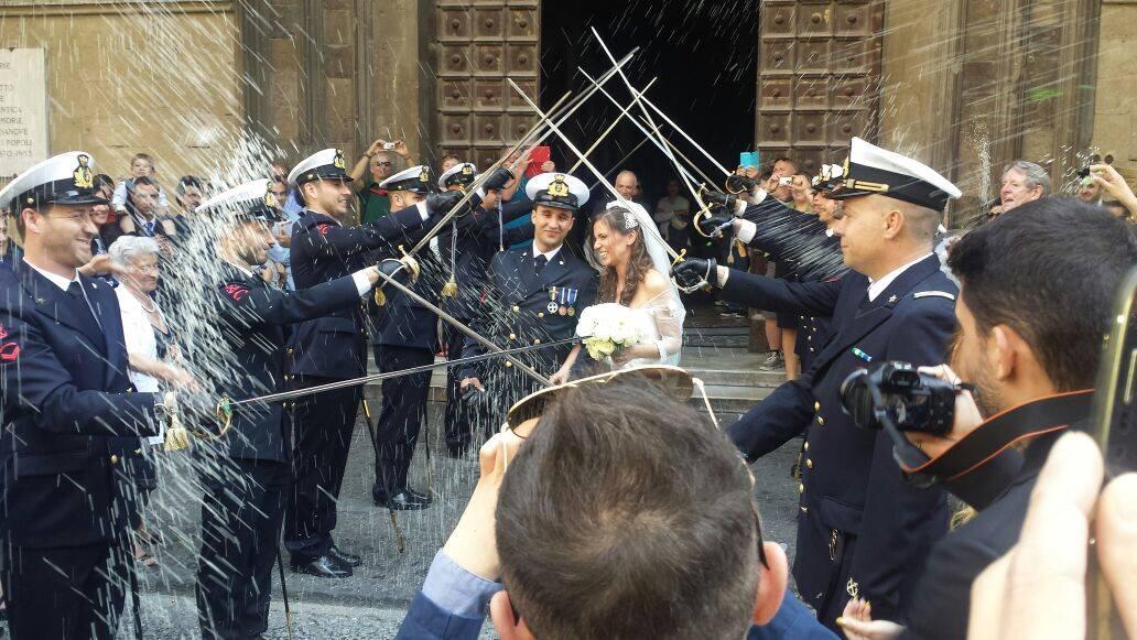 Matrimonio In Divisa Esercito : Matrimonio in divisa auto sposi napoli